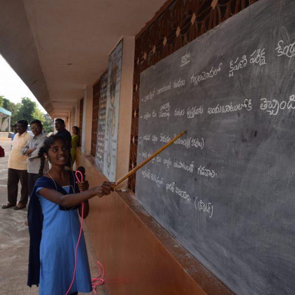 Schulkinder in Navajeevan